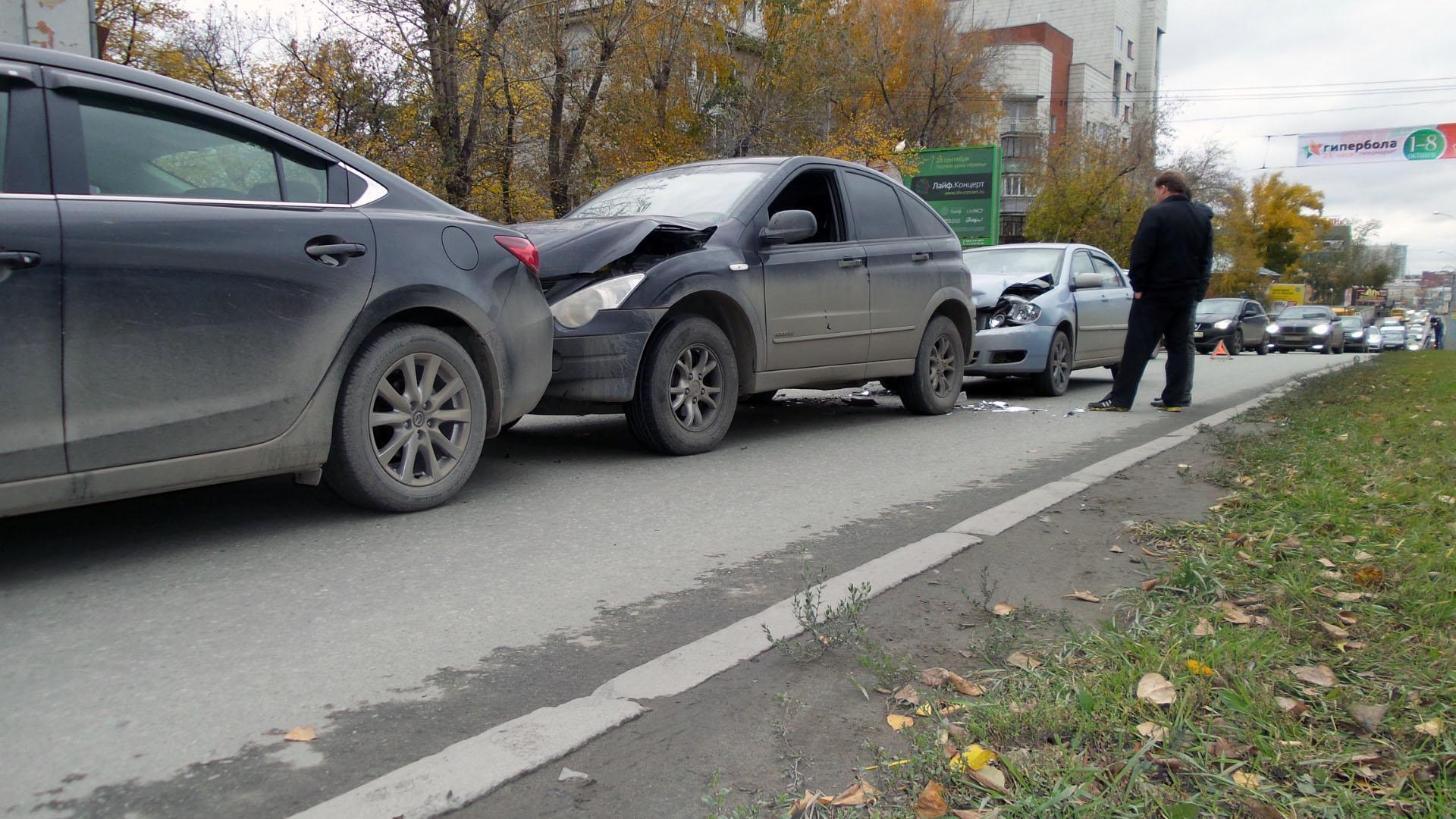 Автобоулинг на Московской: водитель Toyota собрал в аварии пять машин
