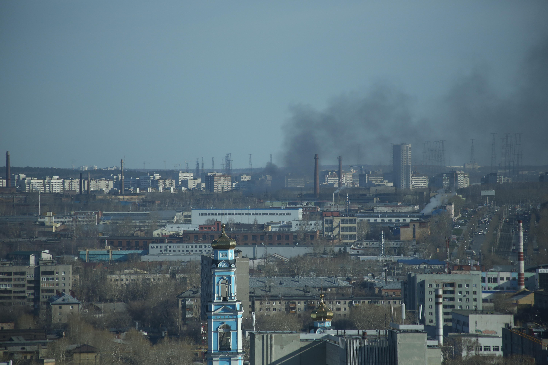 На территории завода на Уралмаше произошел пожар