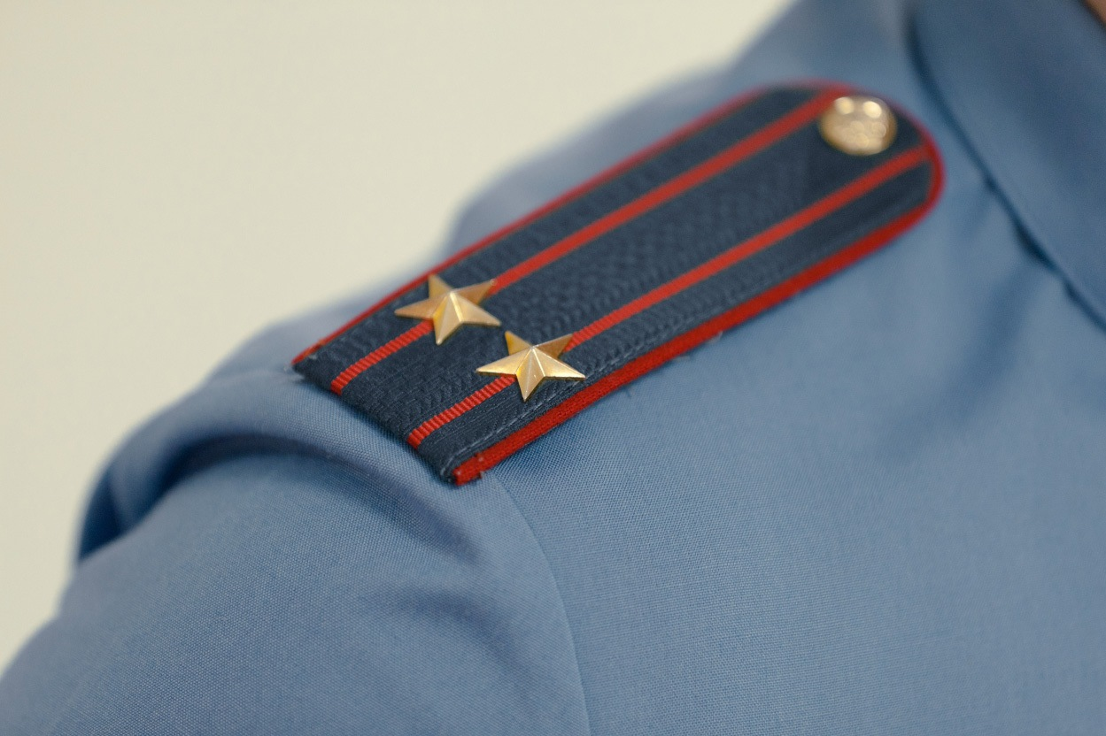 Пьяный полицейский в Асбесте пугал прохожих оружием