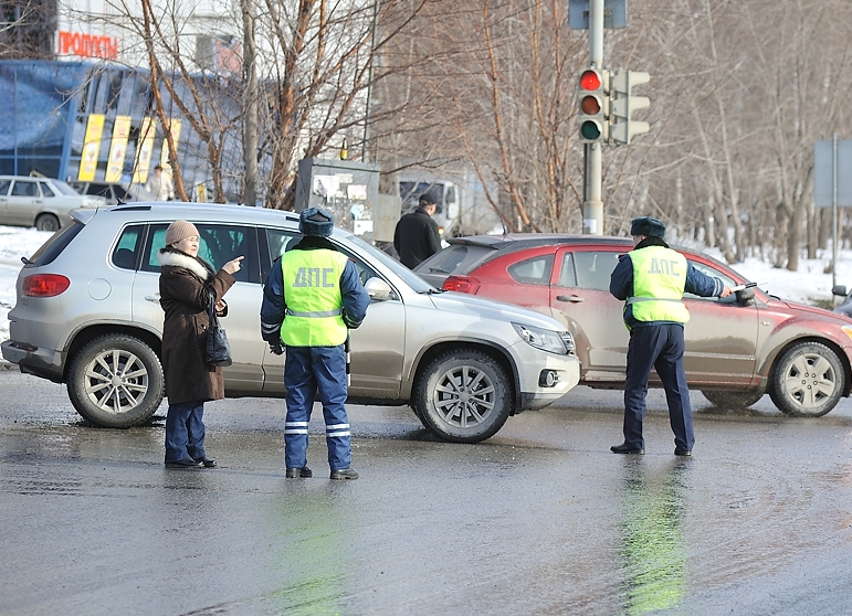 В Екатеринбурге ищут автомобиль, сбивший полицейского