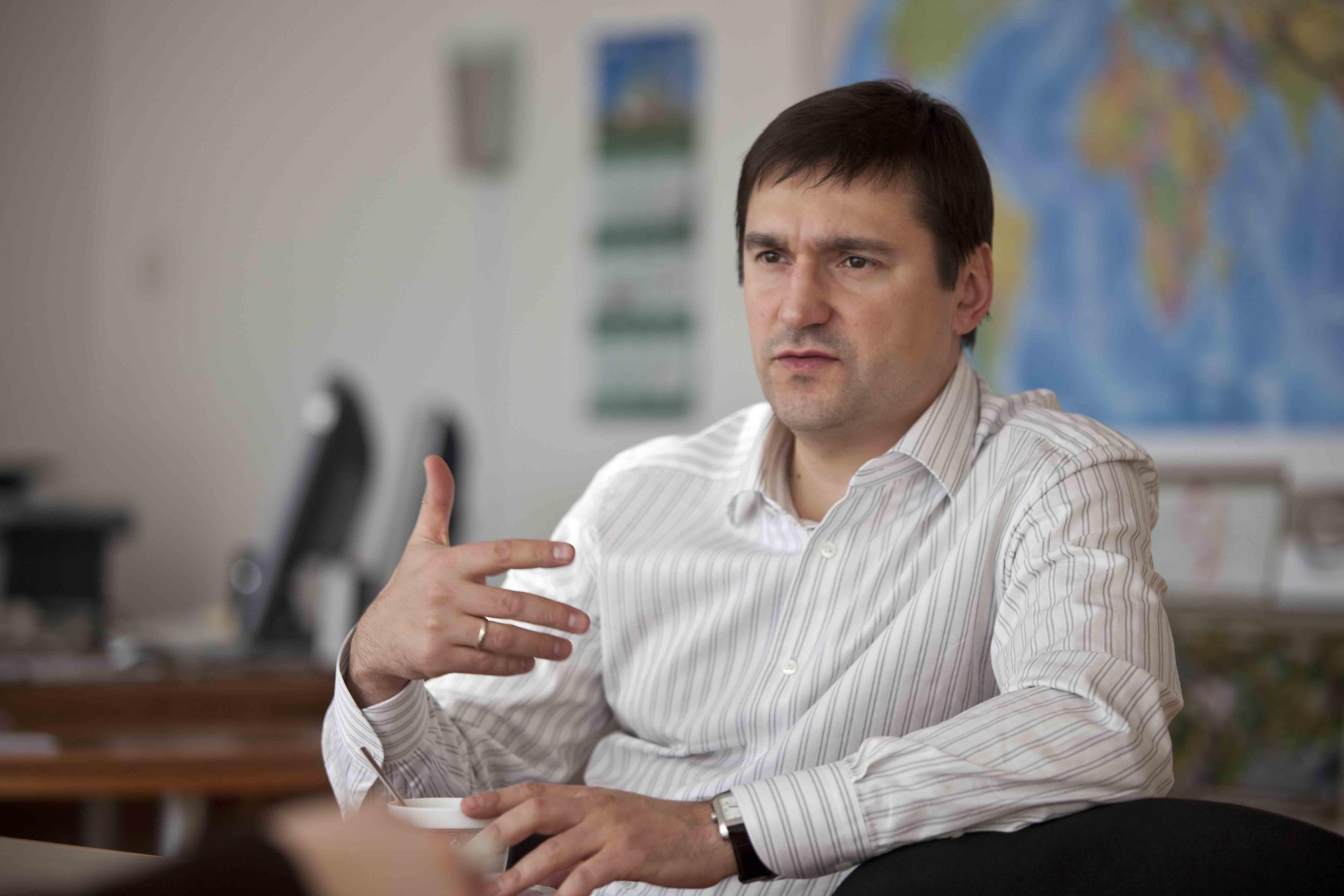 Виталий Недельский: «Во власти все грызутся под ковром»