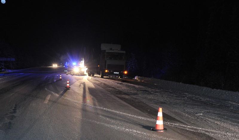 На Пермском тракте грузовик сбил мужчину и уехал