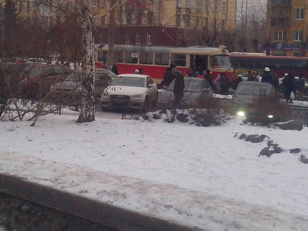 На Вторчермете трамвай переехал человека