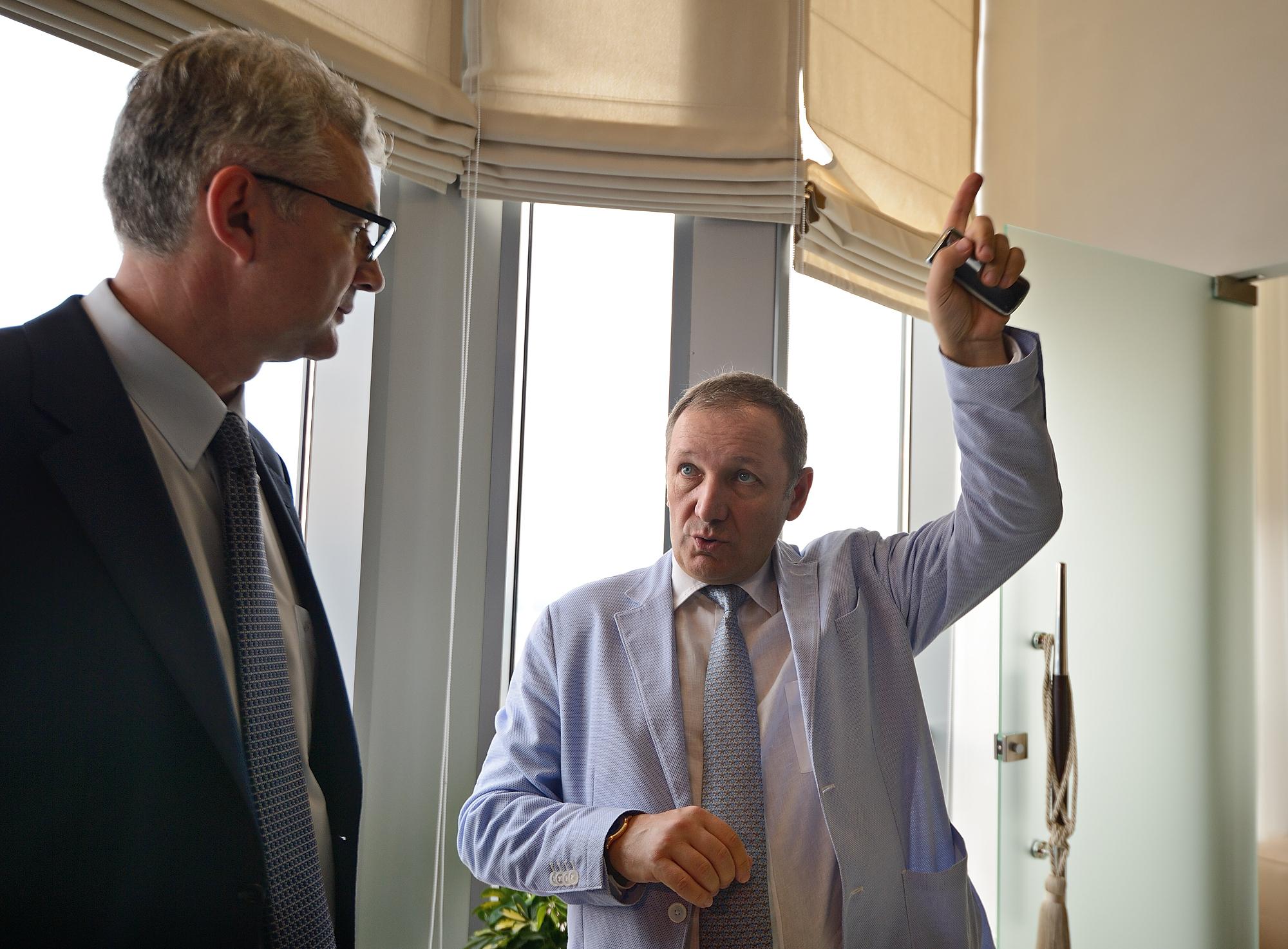 Гавриловский пообещал Якобу скидку в самом высоком отеле Европы