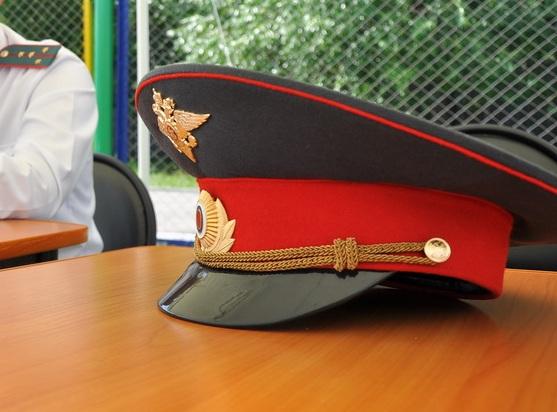 В Екатеринбурге участковый попался на взятке в 10 тысяч рублей
