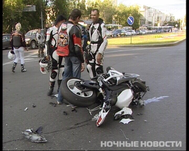 На Ленина мотоциклист без прав врезался в Toyota