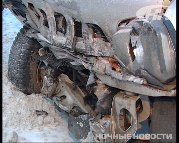 На дублере Сибирского тракта Mazda на встречке врезалась в Suzuki