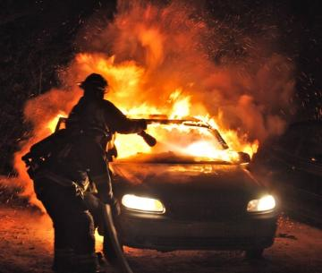 На Среднем Урале за ночь сгорели два автомобиля