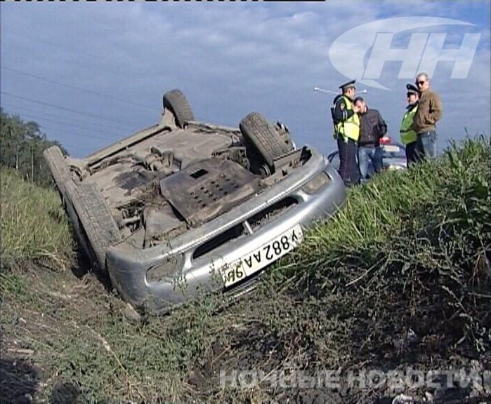 На Кольцовском тракте нашли брошенный перевернутый автомобиль