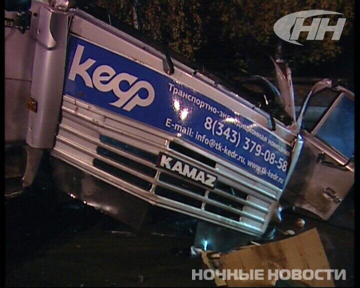 На ЖБИ столкнулись два грузовика