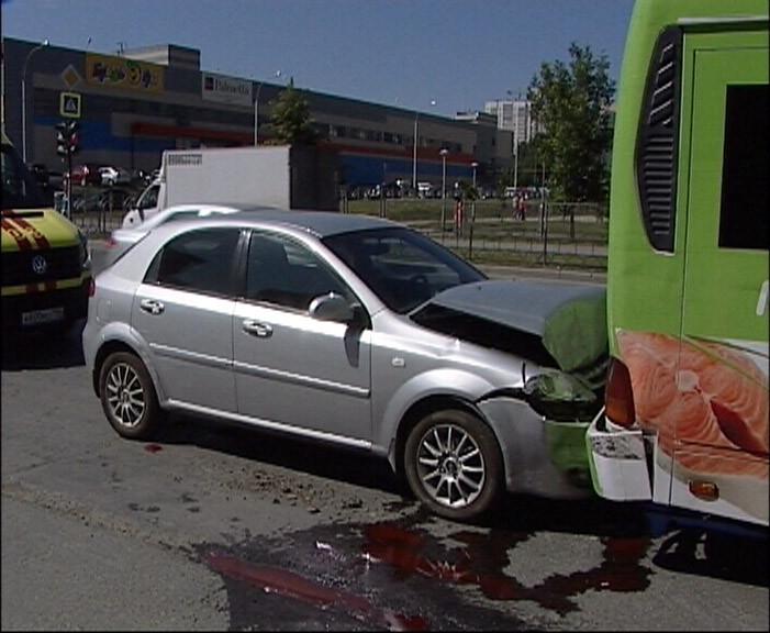 На Ботанике Chevrolet протаранил 56-ю маршрутку с пассажирами