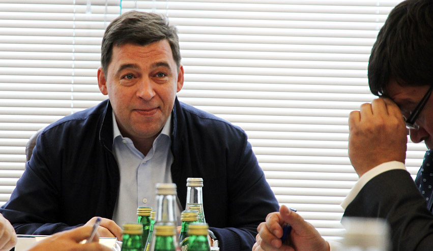 Губернатор предложил поставить на стадионе Уралмаш кресла за 1500 долларов