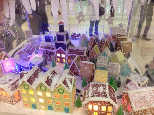 Сладкая жизнь: в Екатеринбурге к Новому году построили пряничный город