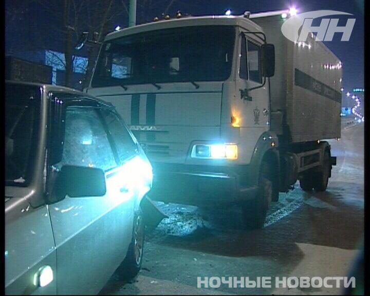 На Московской КамАЗ врезался в «восьмерку»