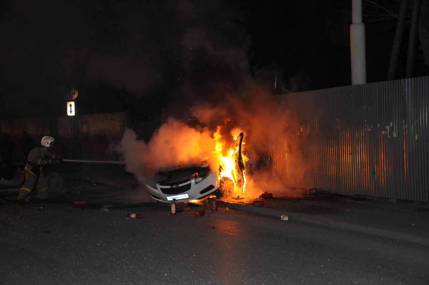 Ночью на Куйбышева в горящей машине погибла девушка