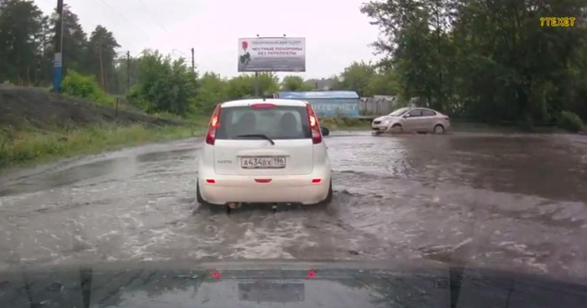 Улица Эстонская превратилась в море после дождей
