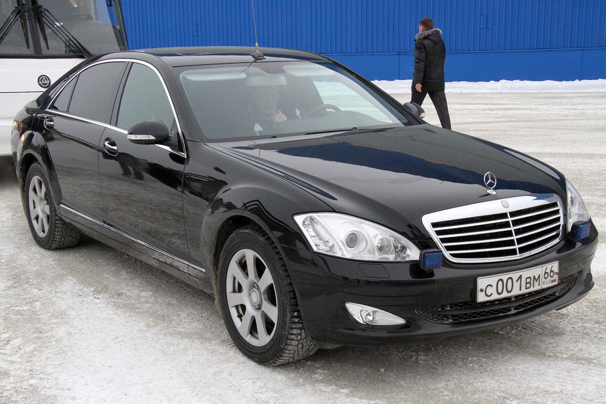 Автопарк свердловских властей увеличился на 23 автомобиля