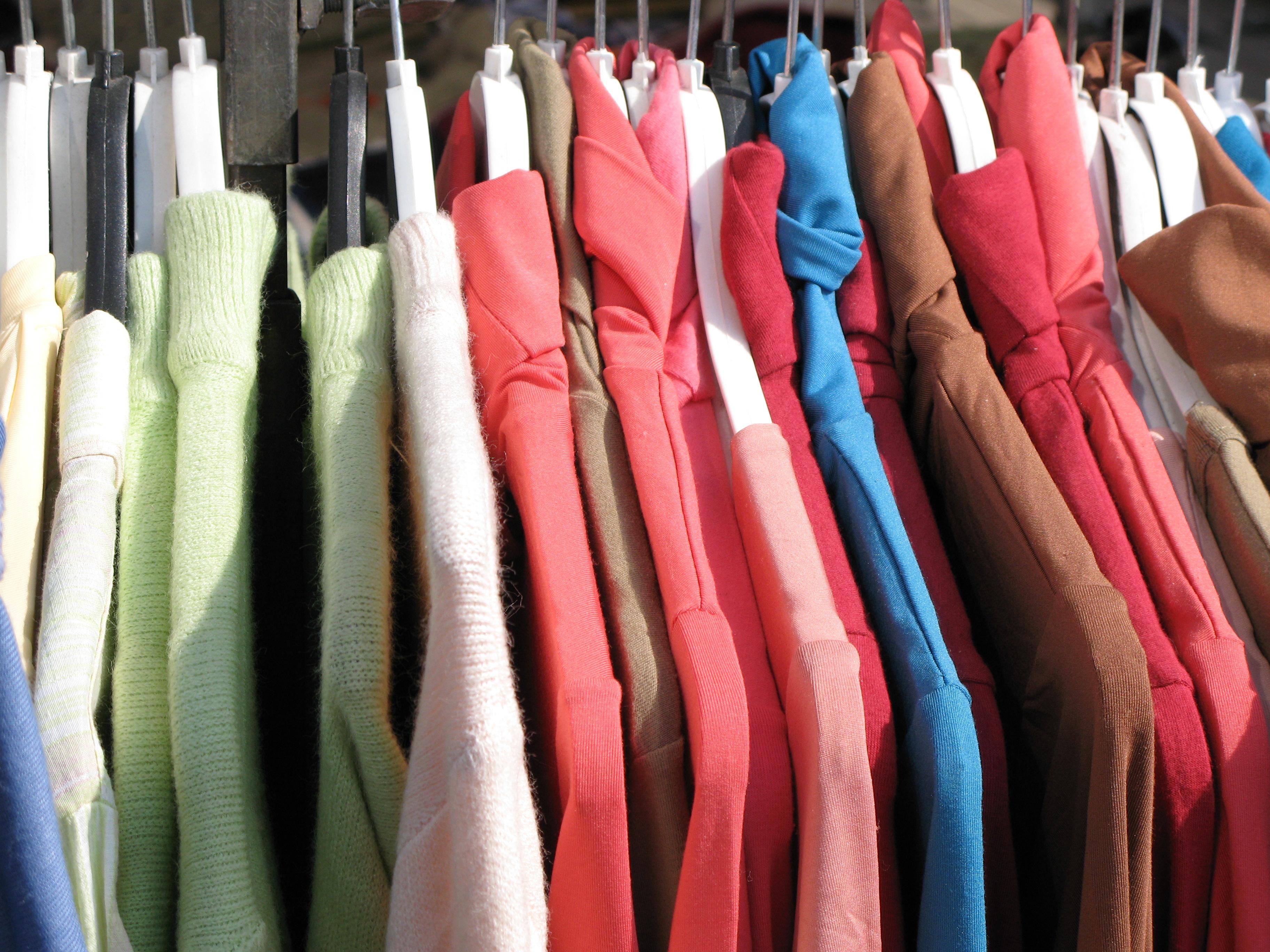 Однообразно и дорого: продавцы одежды приостановили поставки в Россию