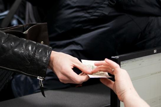 Экс-сотрудник ивдельской колонии выплатит 25-кратный штраф за взятку