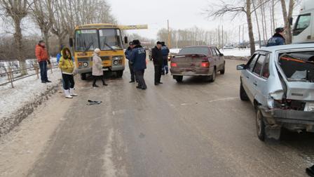 В Каменске-Уральском автобус сбил трех человек