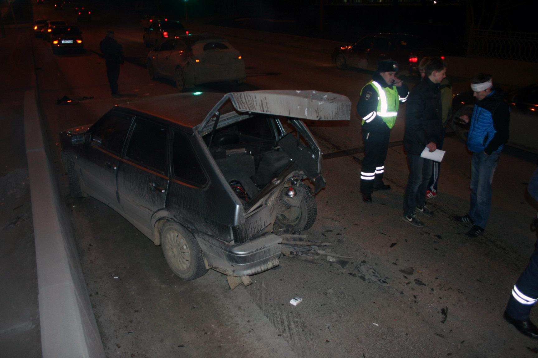 Пьяный водитель устроил аварию с тремя машинами на ВИЗе