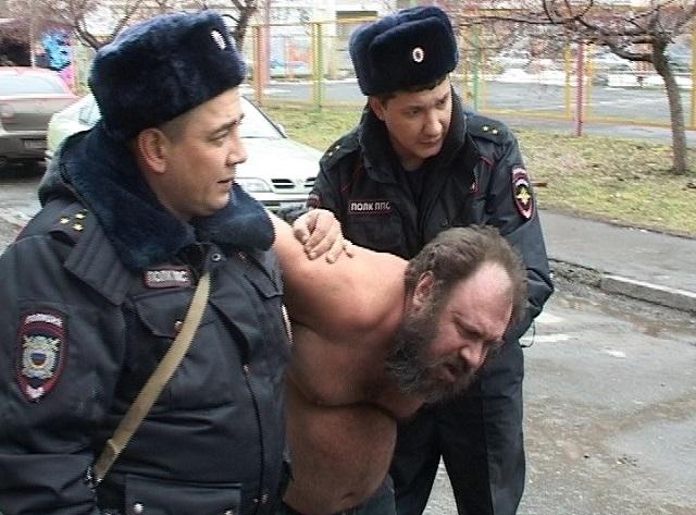 «Непонимание в семье»: екатеринбуржец с ножом держал в заложниках раненого брата