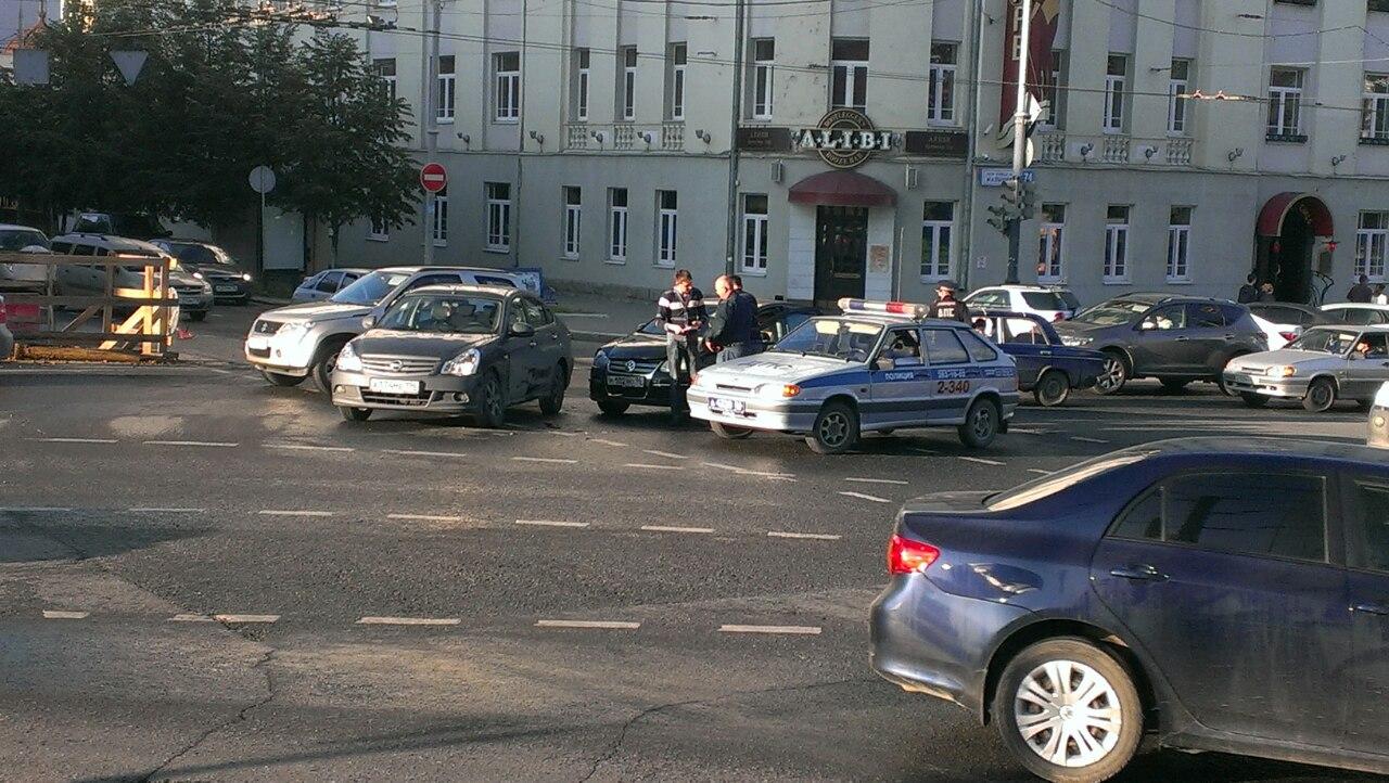 Ищите пути объезда: из-за ДТП встало движение по Белинского