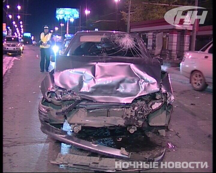 На улице Смазчиков в аварии пострадали 2 человека