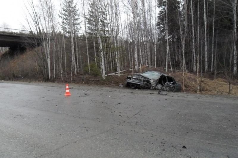 Машина всмятку: на трассе под Кушвой водитель «десятки» улетел в кювет и разбился насмерть