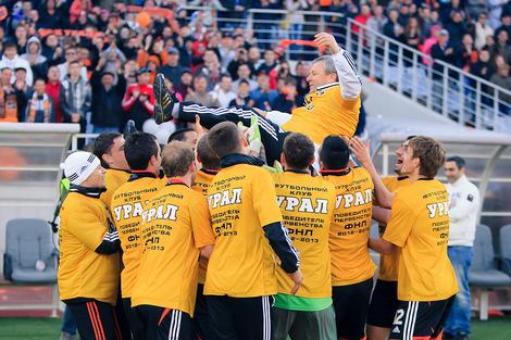 Футбольный праздник: «Урал» провел последний домашний матч в ФНЛ