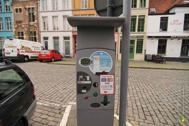 Паркоматы для оплаты стоянки в центре Екатеринбурга уже монтируют