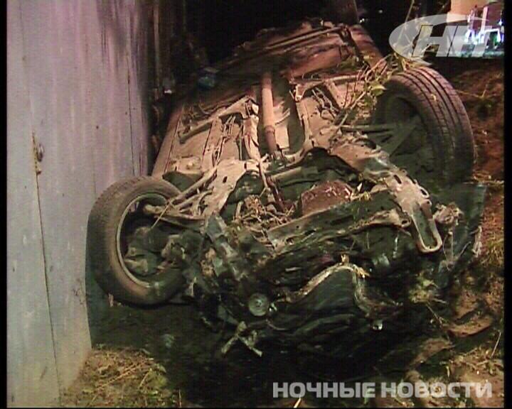 Ночью на Щербакова Renault протаранил частный дом