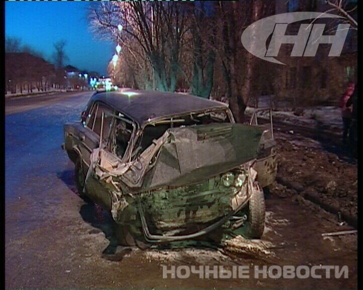 Toyota Camry на Комсомольской в щепки разбила «шестерку»