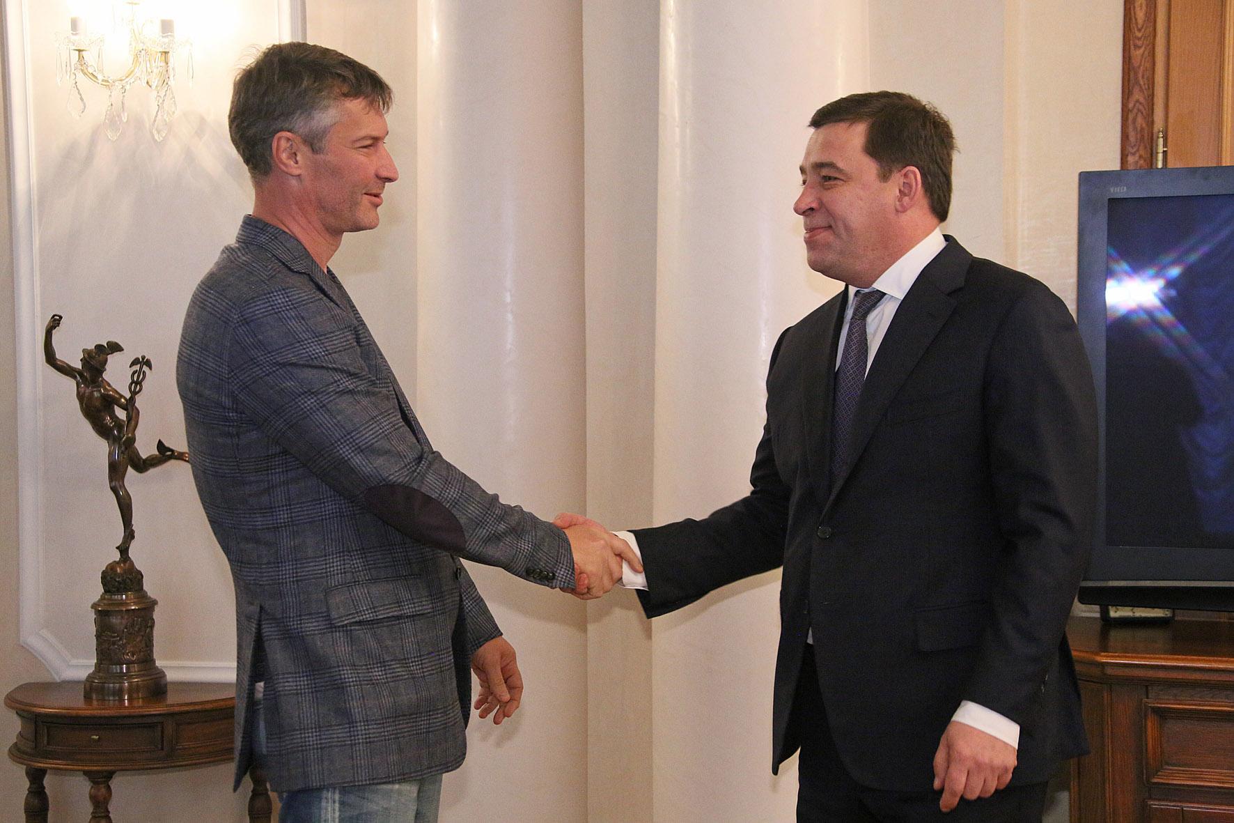 Не прошло и полгода: губернатор поздравил мэра с победой на выборах