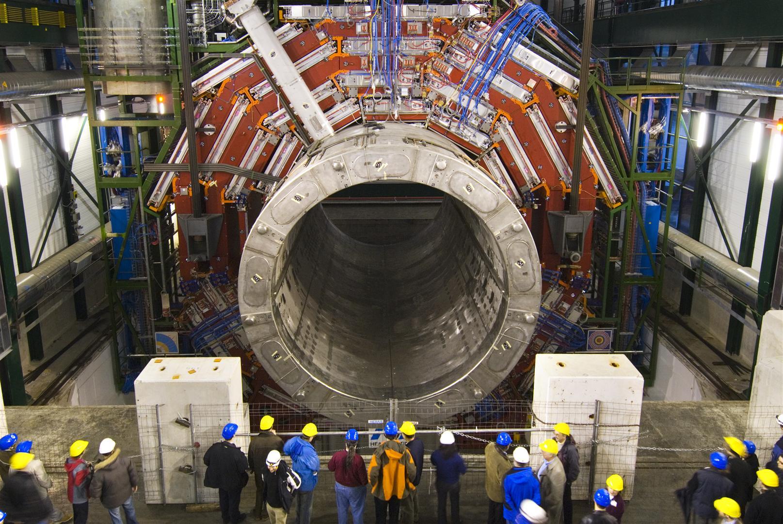 Спустя два года ученые готовят адронный коллайдер к новому пуску