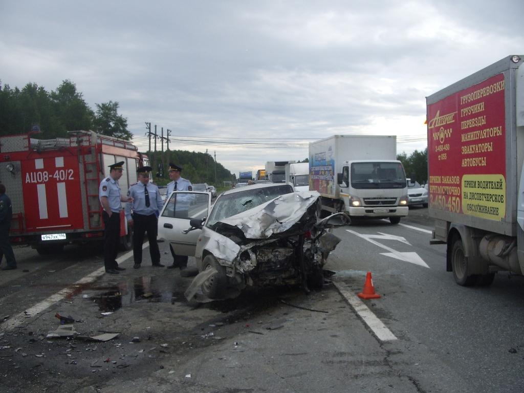 Под Первоуральском столкнулись три машины, один человек погиб