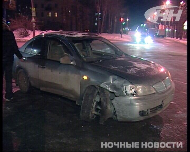Иномарка снесла светофор на Московской