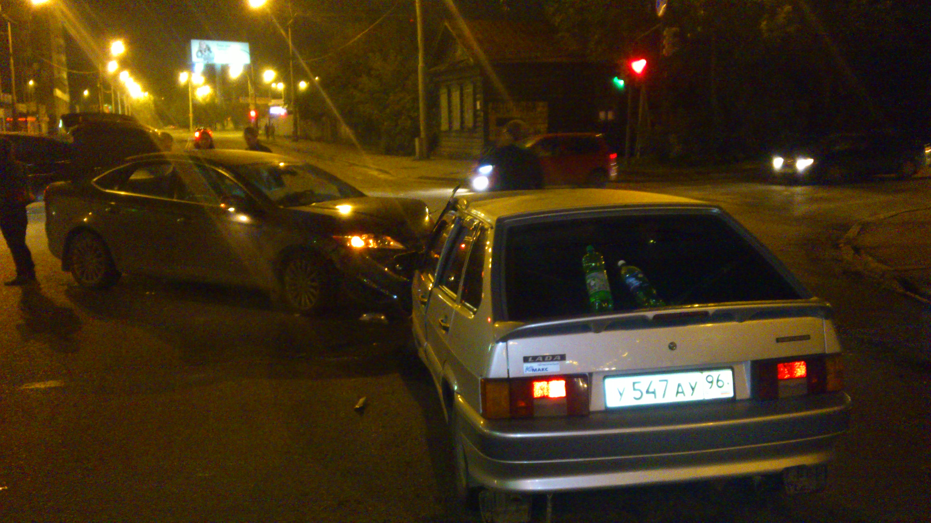 На Крауля ночью разбились два автомобиля
