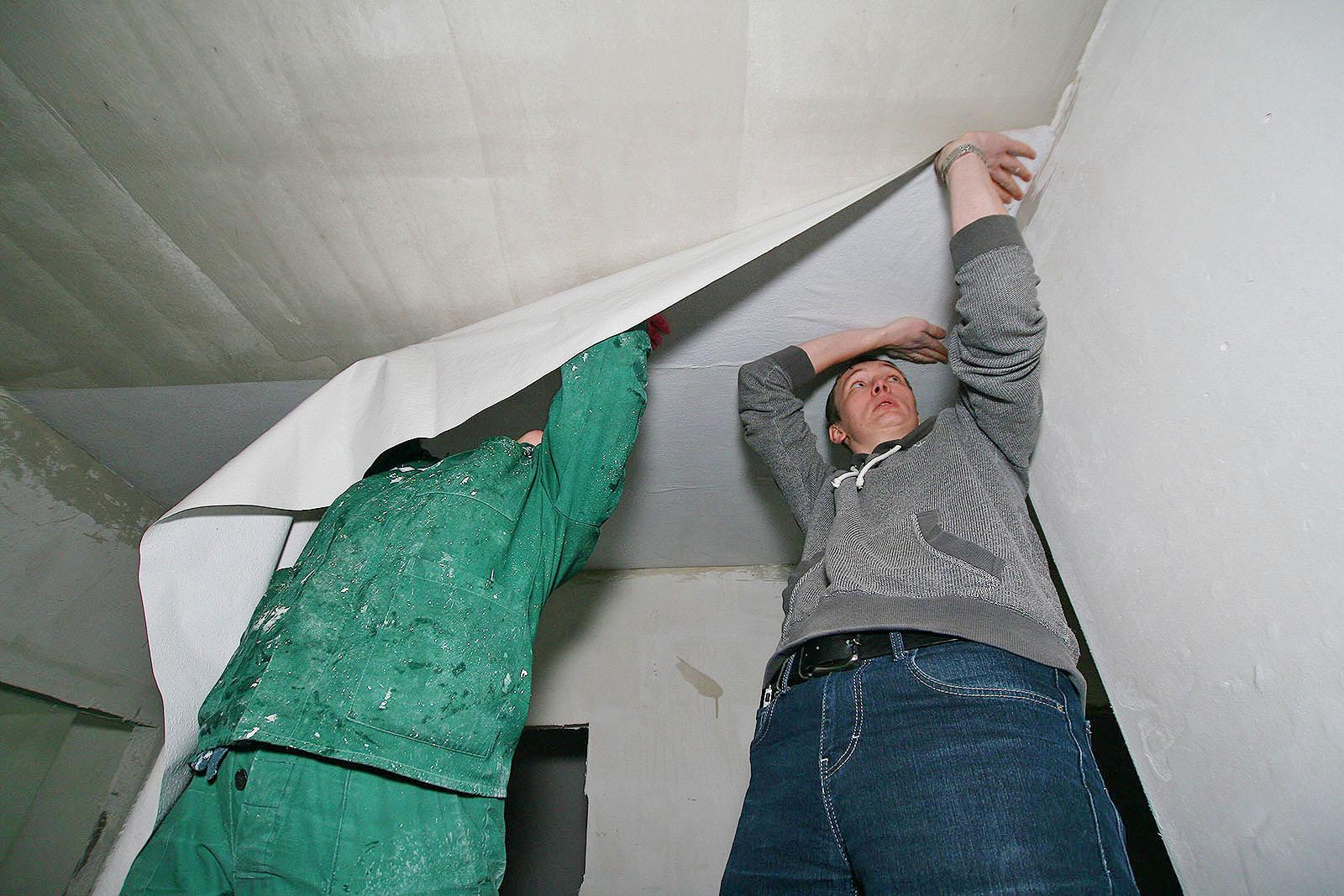 Строй сам. Ровняем стены и клеим обои на потолок