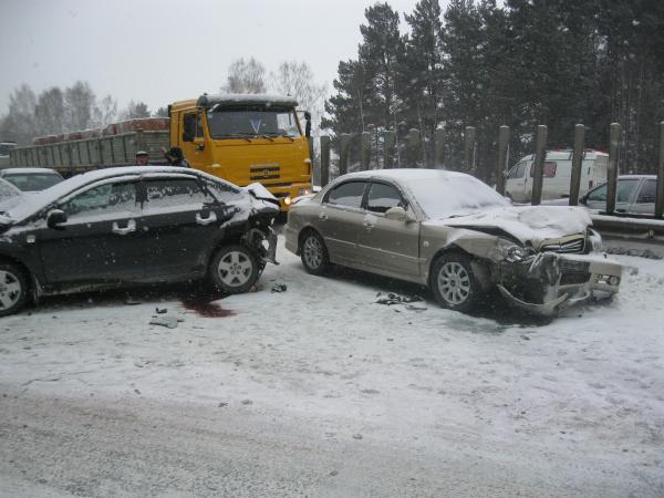 Участниками массовых аварий на дублере Сибтракта стали 40 машин