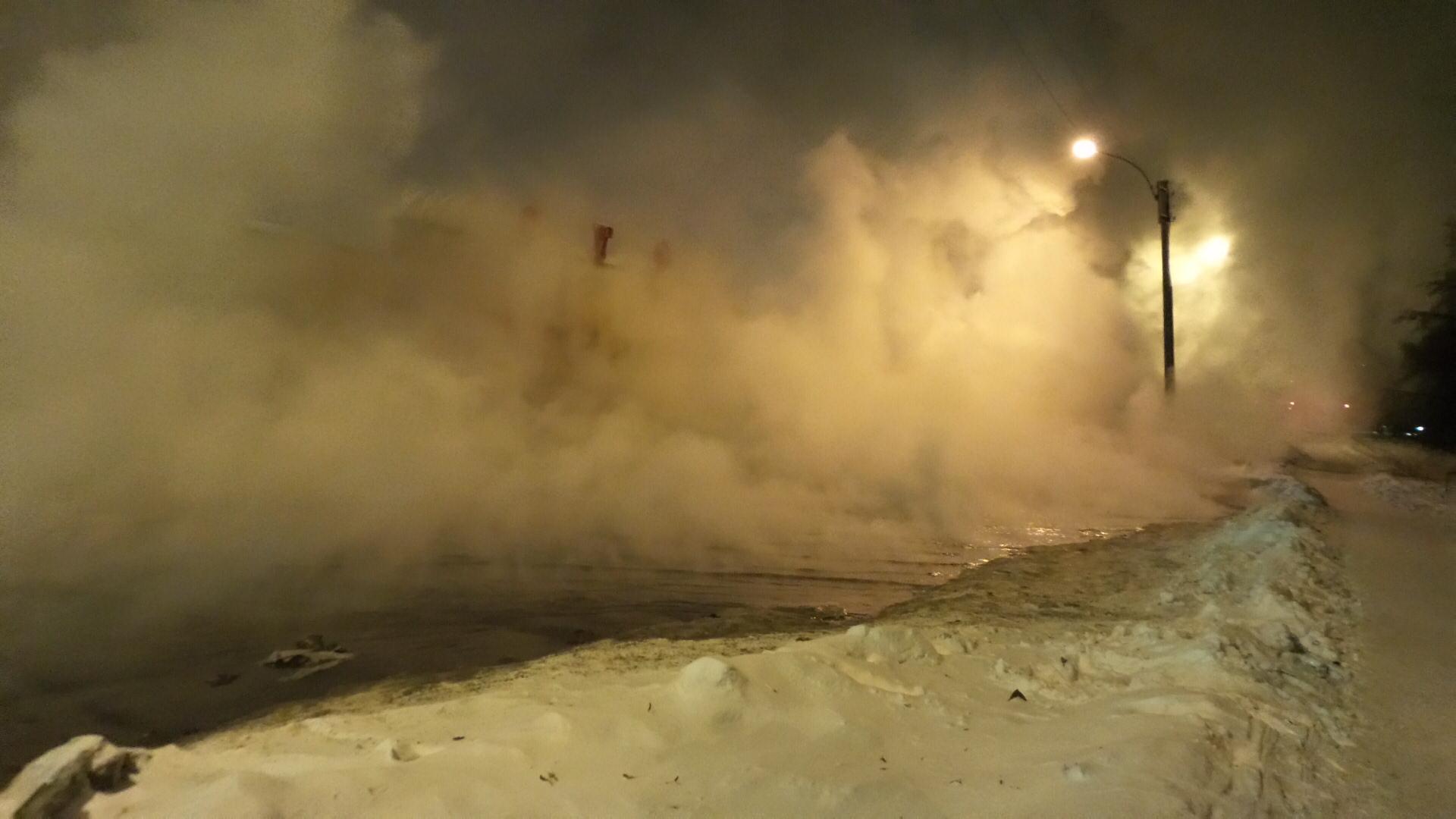 Коммунальная авария на Эльмаше оставила без тепла и горячей воды 22 дома