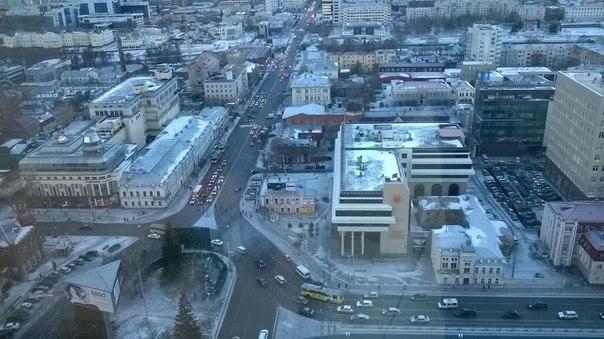 Подморозило: въезды в центр Екатеринбурга встали из-за мелких аварий