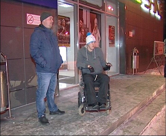 Не прошел дресс-код: охрана ресторана Shine не пустила инвалида-колясочника