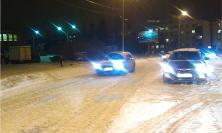 В Екатеринбурге под колеса автолюбителей попали два пешехода