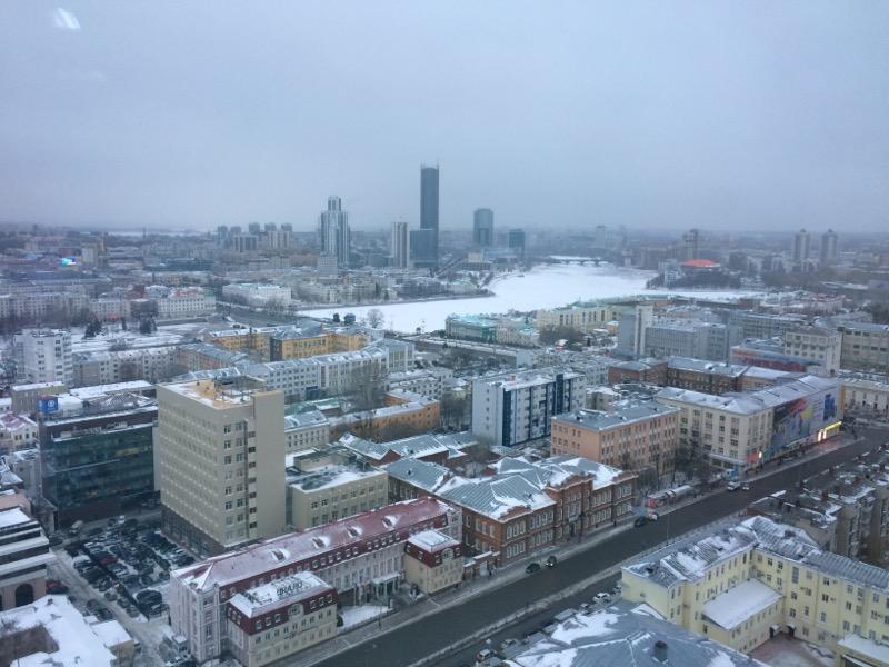 Ждите ДТП и задержек рейсов: в Екатеринбурге бушует сильный ветер