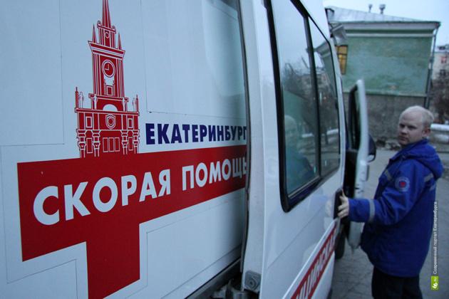 В Екатеринбурге снег упал на голову 2-летнему ребенку