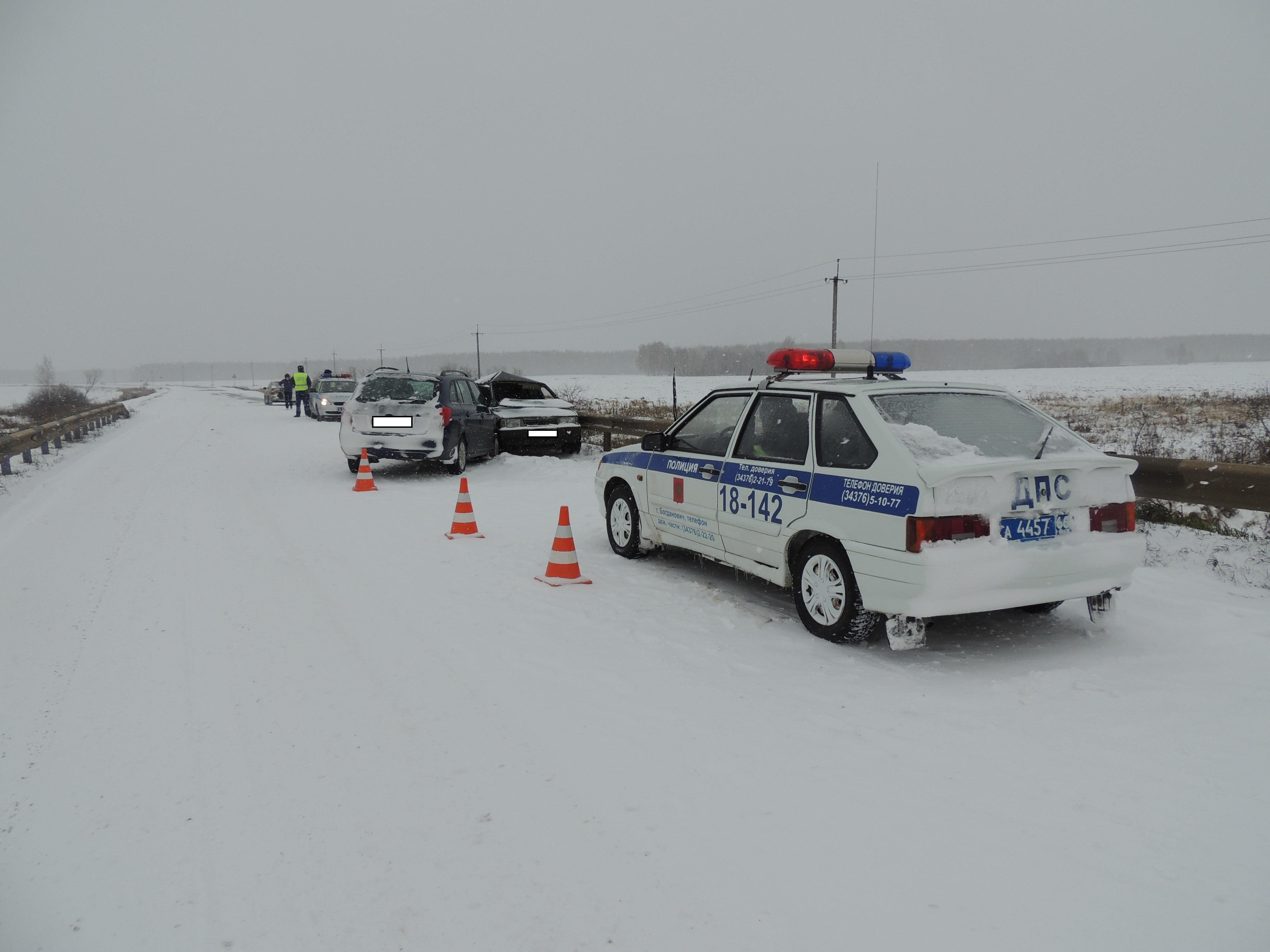В снежные выходные на свердловских дорогах пострадали 38 человек