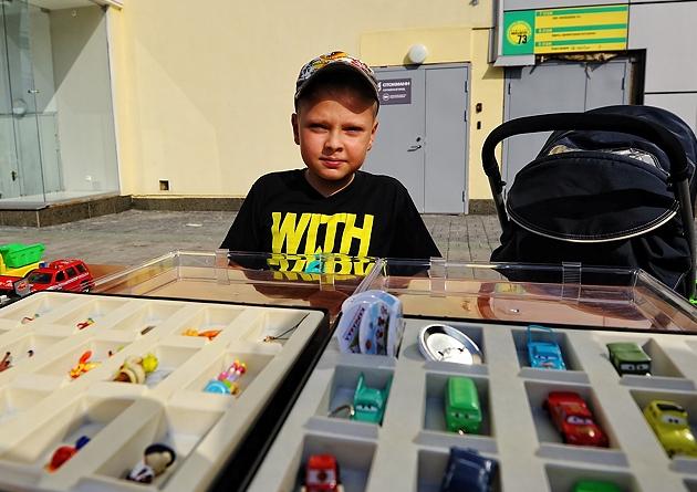 Фоторепортаж 66.ru: Маленьких екатеринбуржцев научили торговать