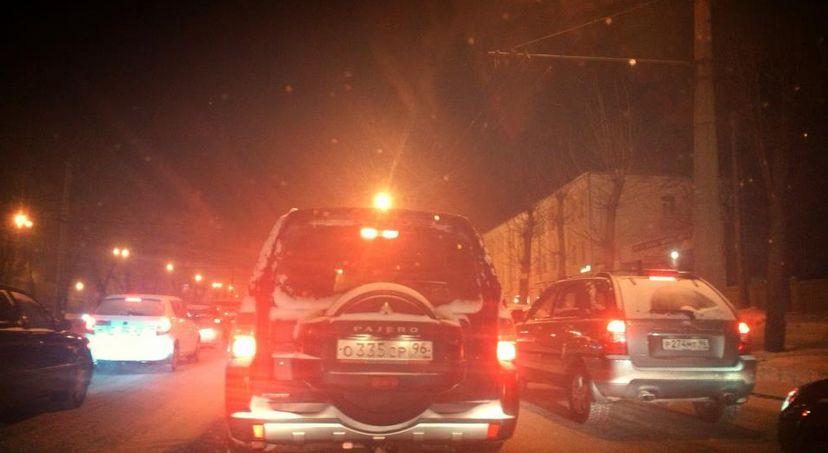 Снегопад парализовал Екатеринбург и вызвал всплеск ДТП
