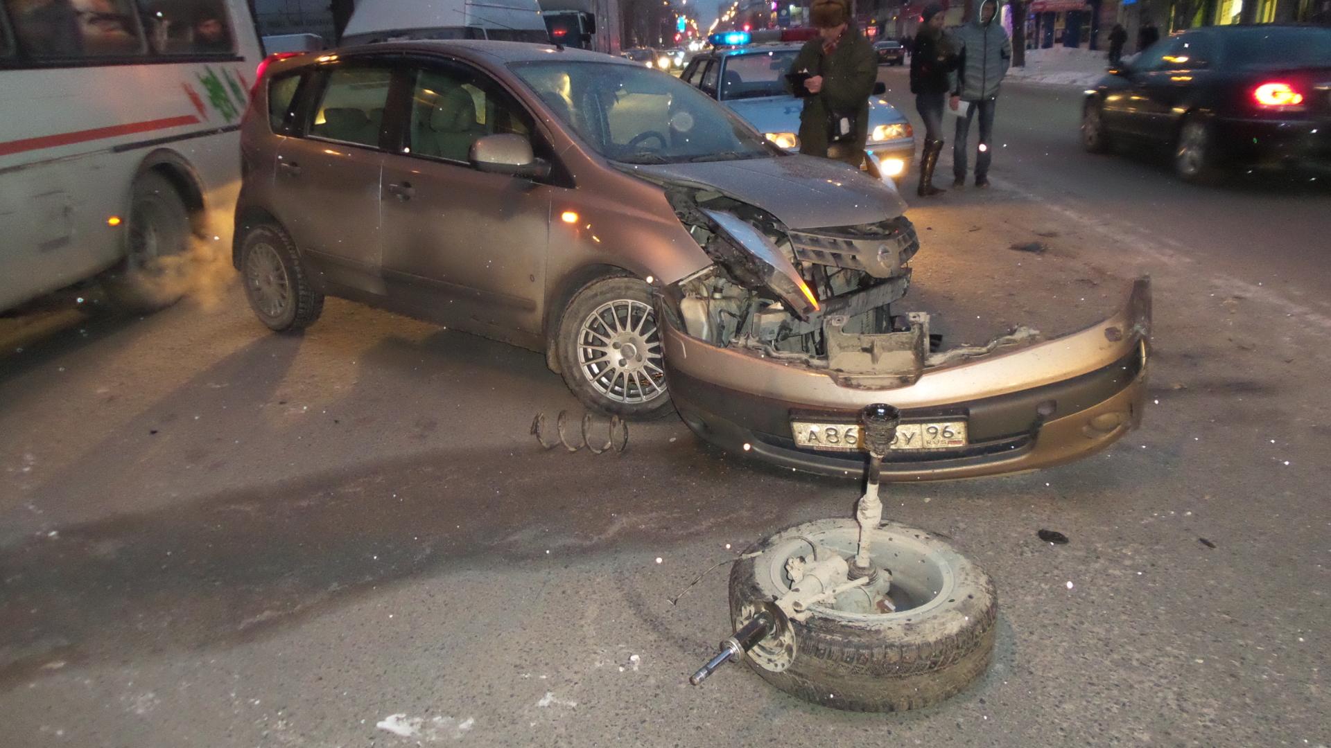 Остались без колес: возле автовокзала столкнулись три иномарки
